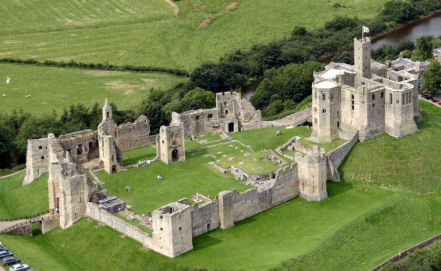Curtain Wall Medieval Times : What is a castle wall the outer often with towers